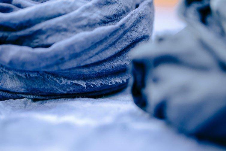 Dying hemp fabric